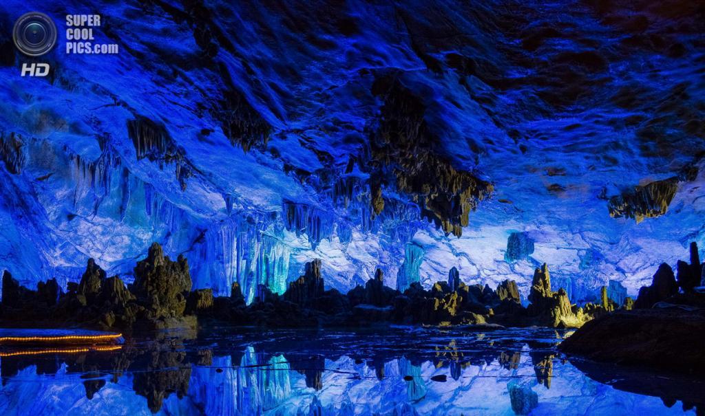 Китай. Гуйлинь, Гуанси. Пещера тростниковой флейты. (Pasquale Di Pilato)