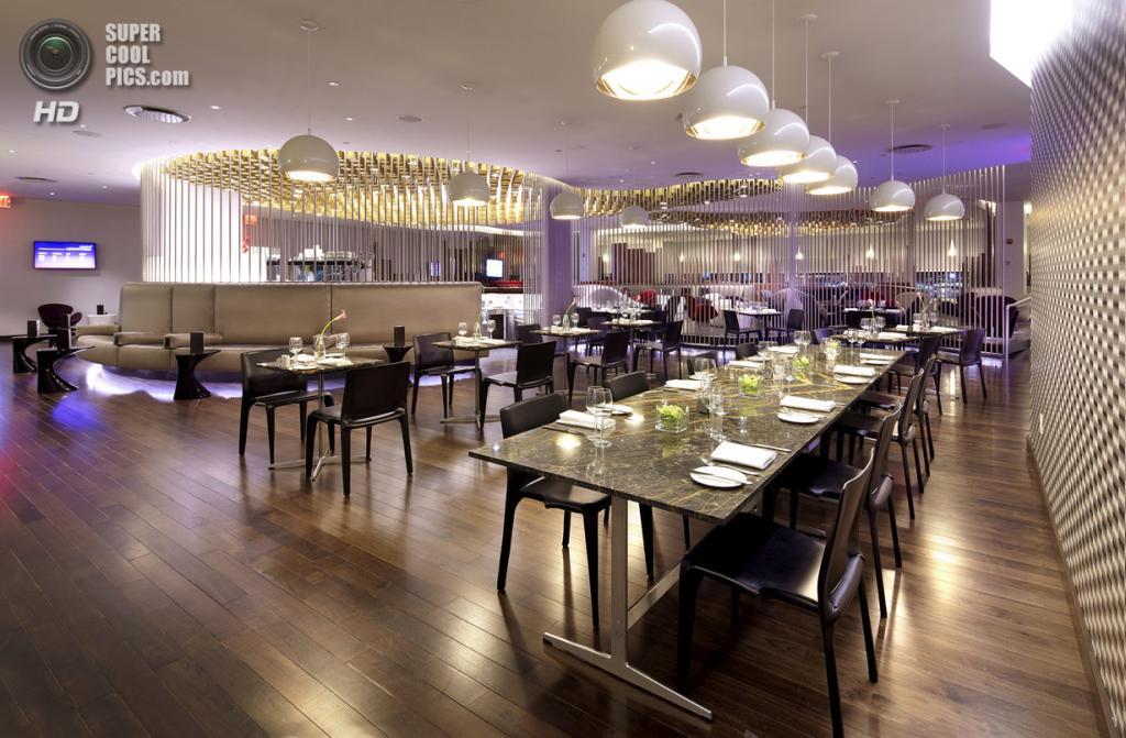 США. Нью-Йорк. Зал ожидания Virgin Atlantic Clubhouse Lounge в Международном аэропорту имени Джона Кеннеди, спроектированный Slade Architecture. (Anton Stark)