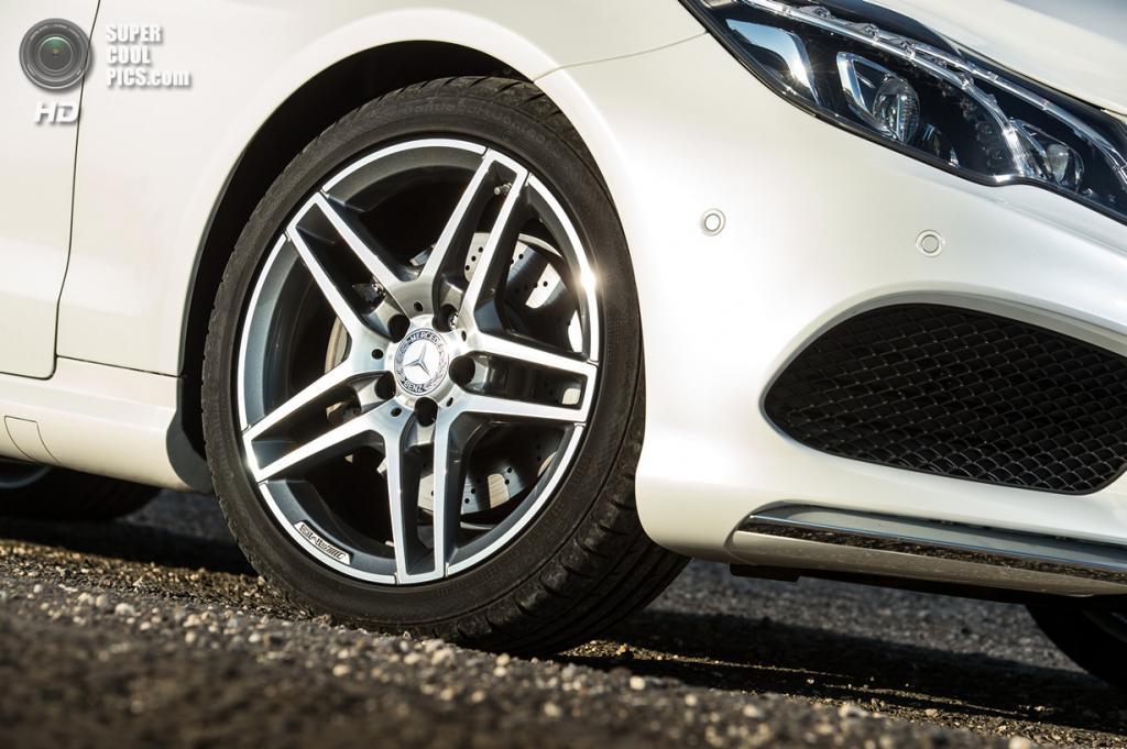 Mercedes-Benz E350 Cabriolet. (Daimler AG)