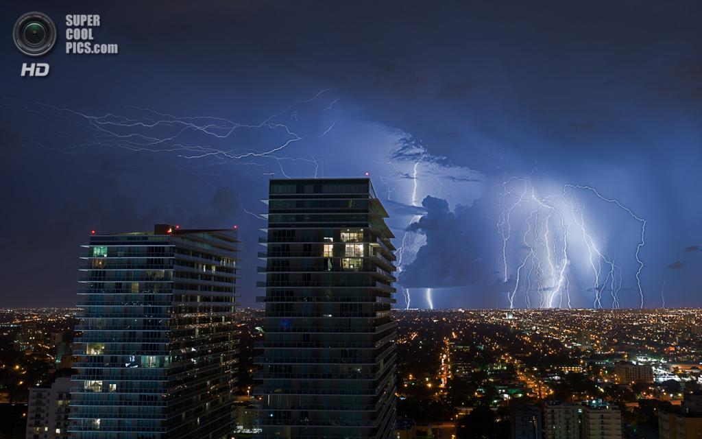 США. Майами, Флорида. «Молнии западного Майами». (lostINmia)