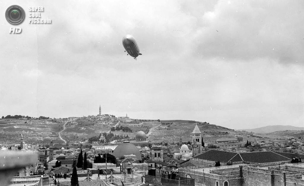 Палестина. Иерусалим. 26 апреля 1931 года. «Граф Цеппелин» над Старым городом. (Library of Congress)