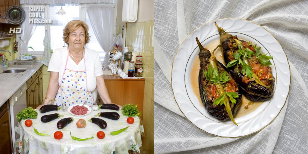 Турция. Стамбул. Блюдо: Фаршированные баклажаны «Карныярык». (Gabriele Galimberti)