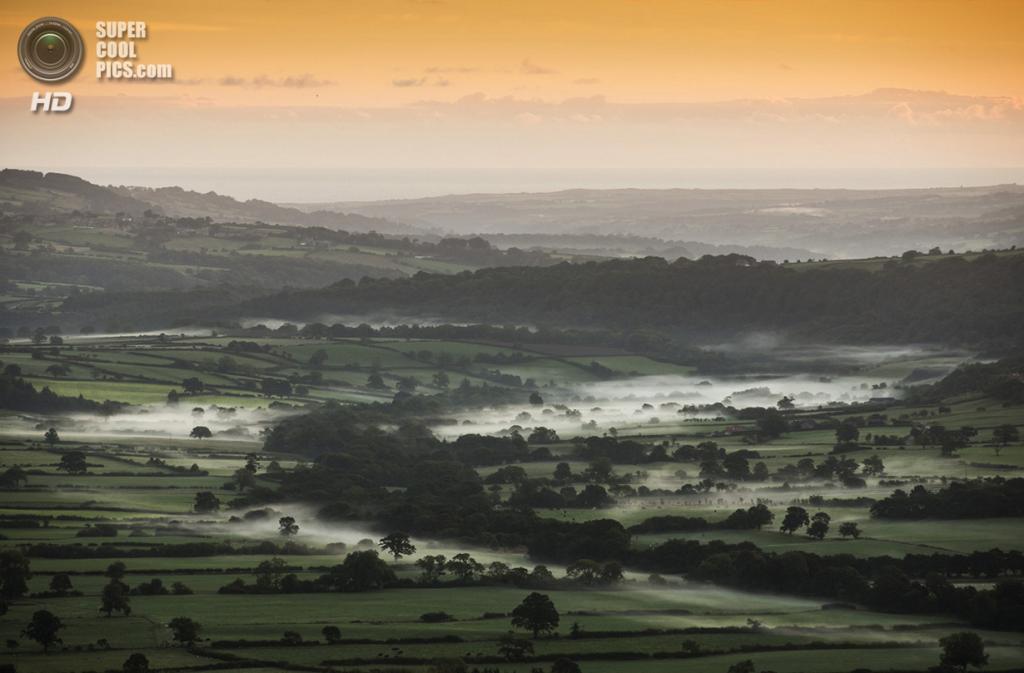 Великобритания. Пиккеринг, Северный Йоркшир, Англия. 26 сентября. Восход солнца над живописной долиной. (Dan Kitwood/Getty Images)