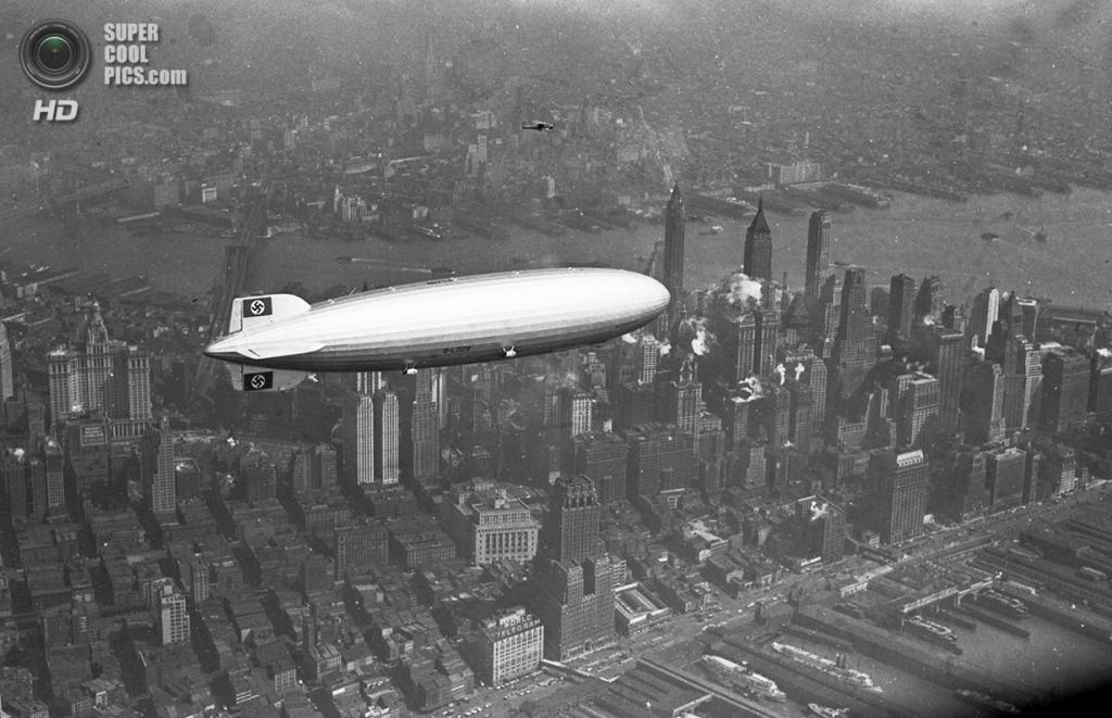 США. Нью-Йорк. 8 августа 1936 года. Немецкий дирижабль «Гинденбург» проплывает над Манхэттеном. (AP Photo)