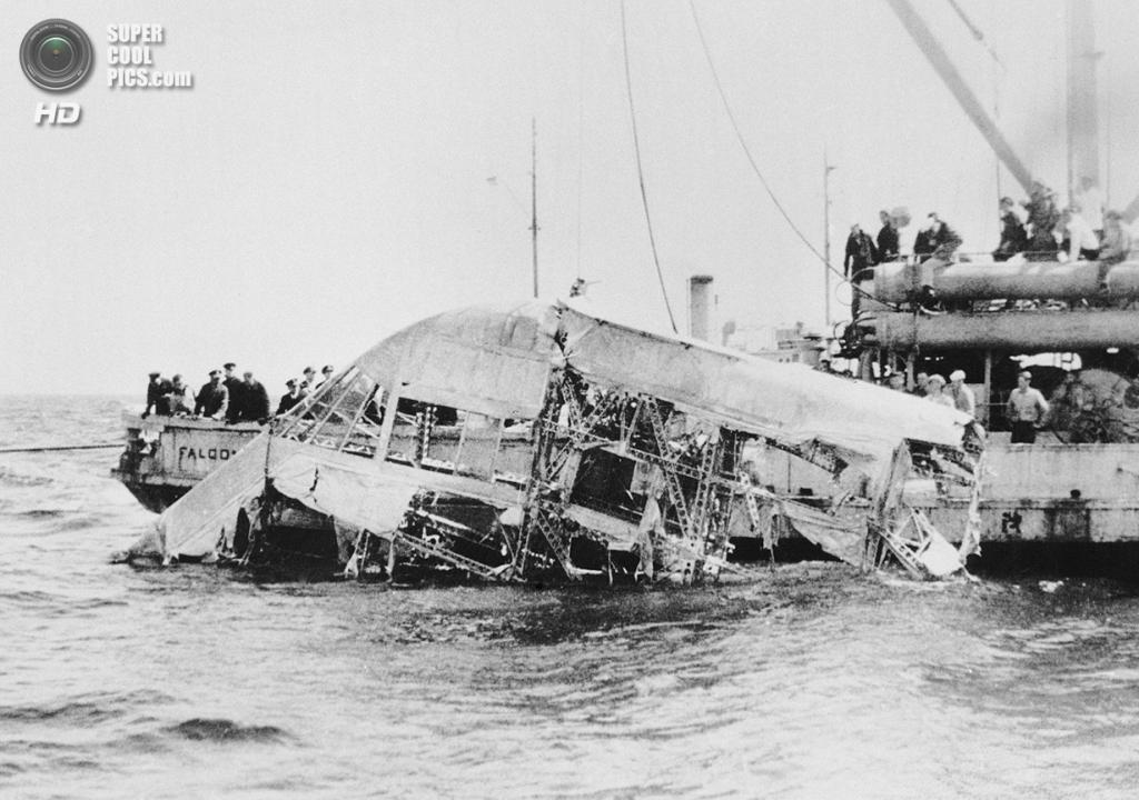 США. Нью-Джерси. 4 апреля 1933 года. Обломки дирижабля USS «Акрон», ставшего жертвой шторма. 73 человека погибло. (AP Photo)