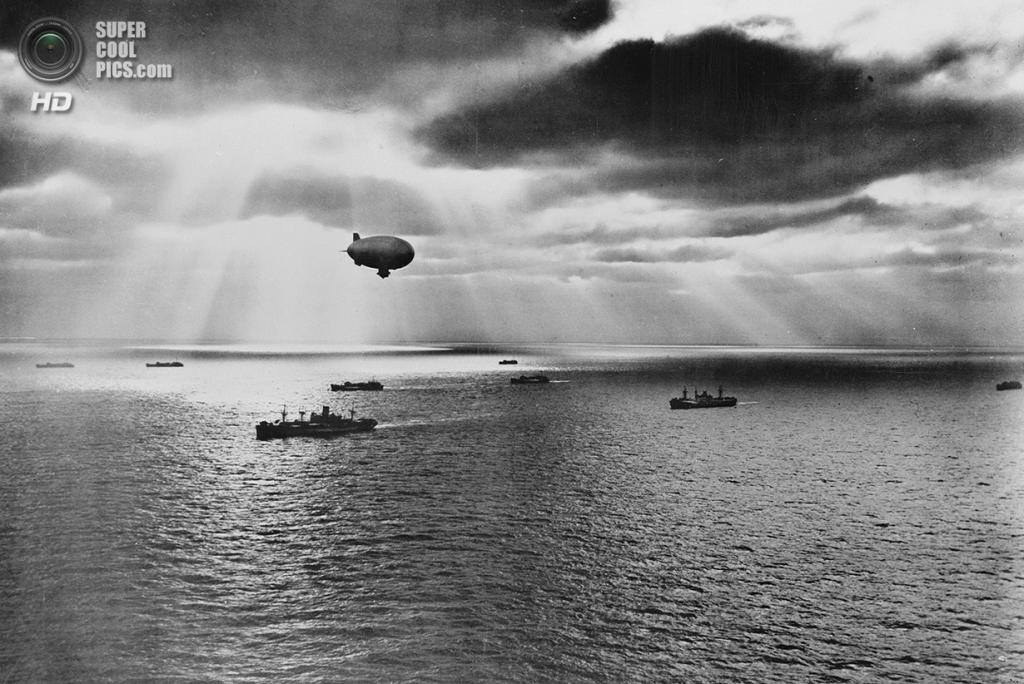 Июнь 1943 года. Восход над Атлантикой во время патрулирования. (Library of Congress)