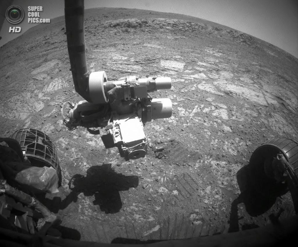 29 августа. Вид с камеры марсохода «Оппортьюнити», всё ещё бороздящего просторы Марса после приземления в 2004 году. (NASA/JPL)