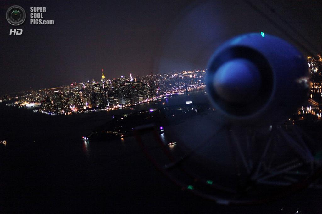 США. Нью-Йорк. 13 сентября 2009 года. Нижний Манхэттен, вид с дирижабля DIRECTV. (Mario Tama/Getty Images)