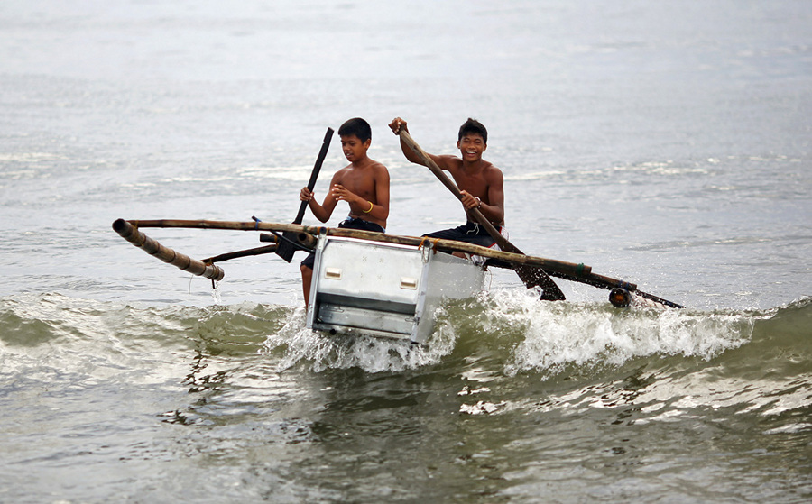 Филиппинские лодки из холодильников (15 фото)