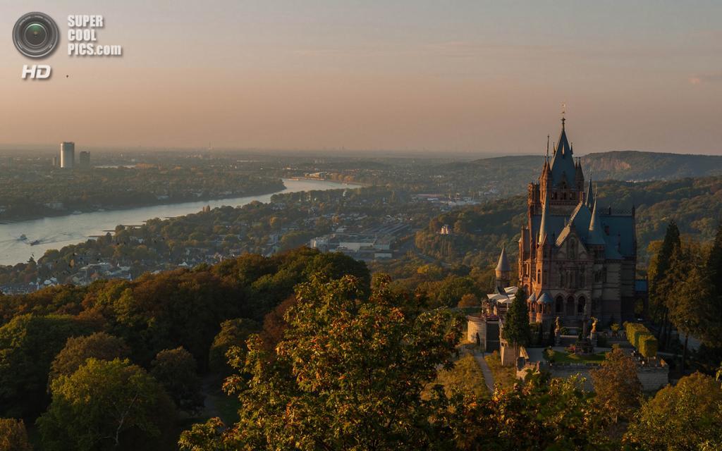 Германия. Кёнигсвинтер, Северный Рейн-Вестфалия. Замок Драхенбург. (Guy Gorek)