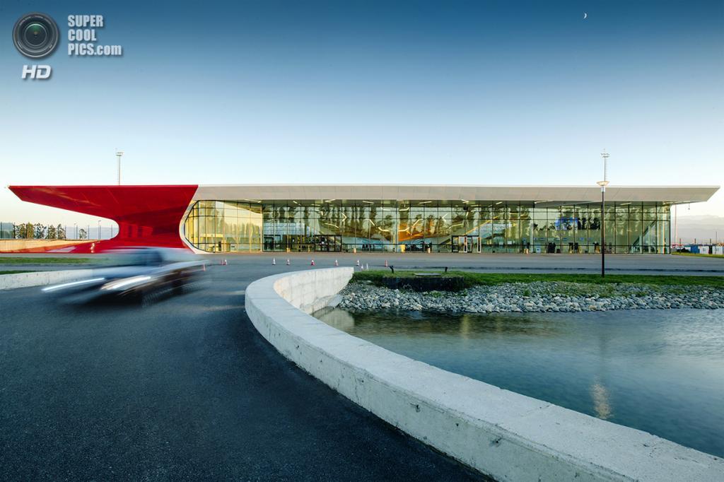 Грузия. Кутаиси, Имеретия. Международный аэропорт Кутаиси им. Давида IV Строителя, спроектированный UNStudio. (Nakaniamasakhlisi)