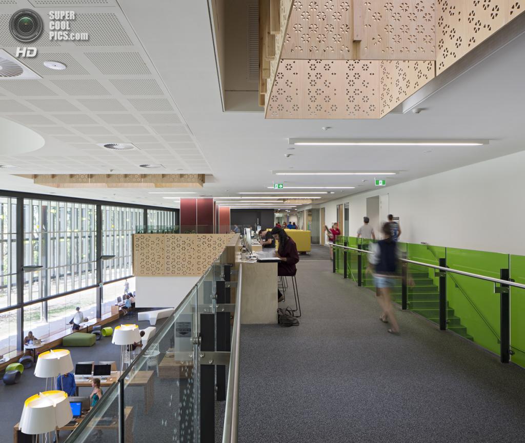 Австралия. Таунсвилл, Квинсленд. Новый кампус Университета Джеймса Кука, спроектированный Wilson Architects совместно с Architects North. (Christopher Frederick-Jones)