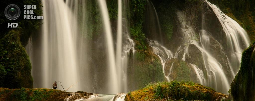 Китайско-вьетнамская граница. Водопад Дэтянь. (John Crux)