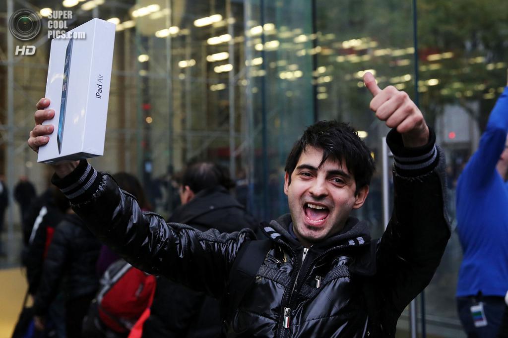 США. Нью-Йорк. 1 ноября. Начало продаж iPad Air. (Spencer Platt/Getty Images)