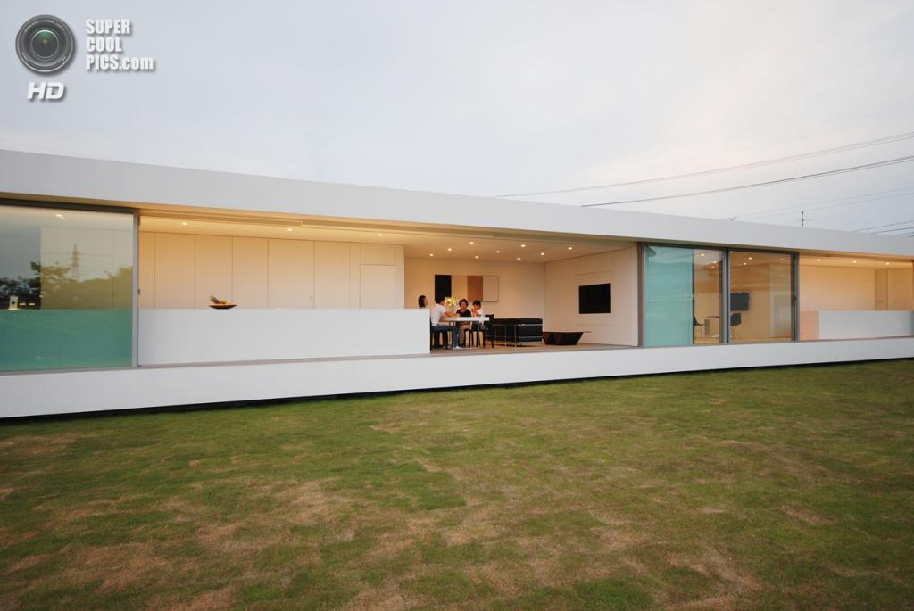 Япония. Фукуи. Частный дом M Residence, спроектированный Shinichi Ogawa & Associates. (Shinichi Ogawa & Associates)