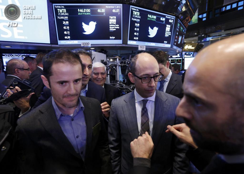 США. Нью-Йорк. 7 ноября. Генеральный директор Twitter Дик Костоло и основатель компании Эван Уильямс во время IPO на Нью-Йоркской фондовой бирже. (REUTERS/Brendan McDermid)
