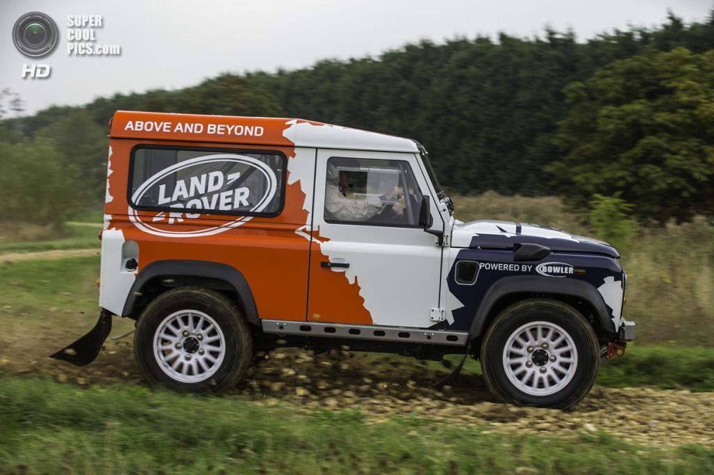 Land Rover Defender Challenge. (Bowler)