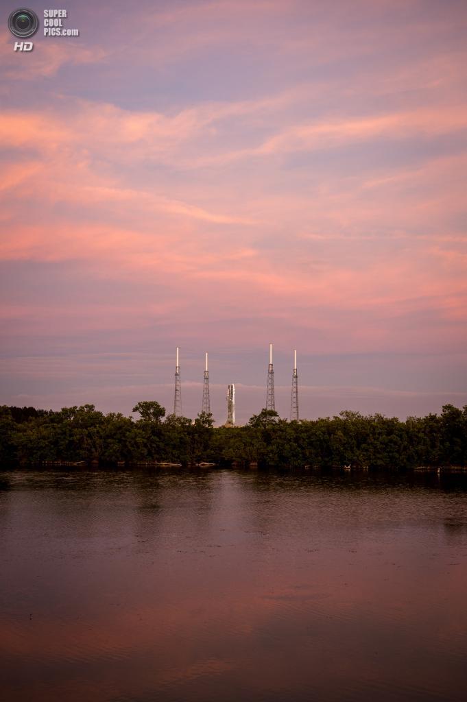 США. Канаверал, Флорида. 17 ноября. Ракета-носитель «Атлас V» с космическим аппаратом MAVEN на стартовой площадке. (NASA/Bill Ingalls)