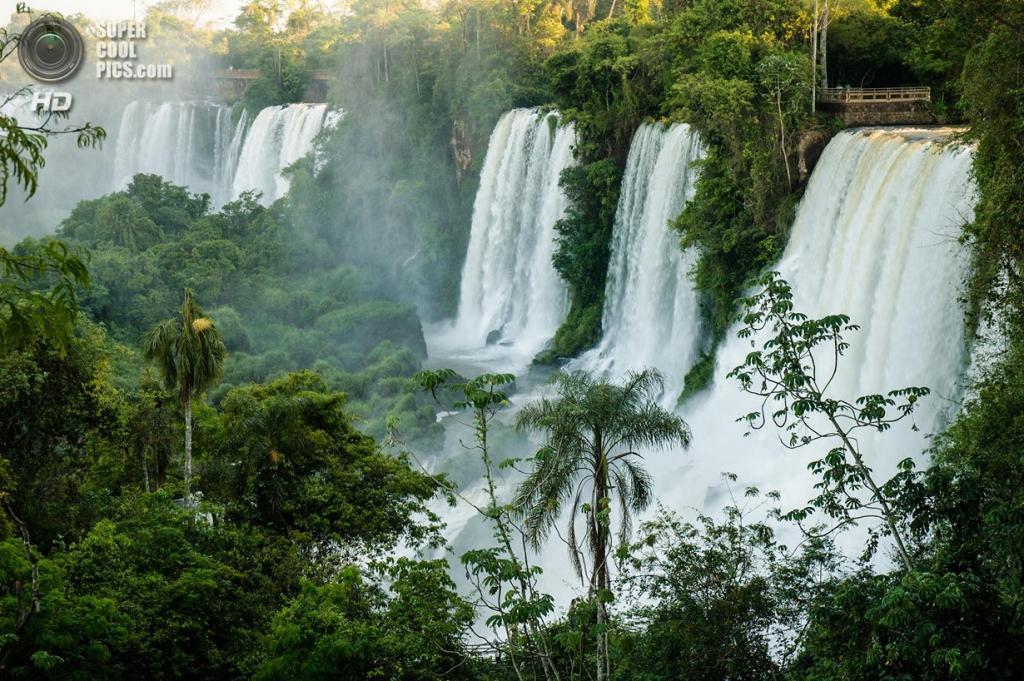 Граница Бразилии и Аргентины. Водопады Игуасу. (Pablo Maloberti)