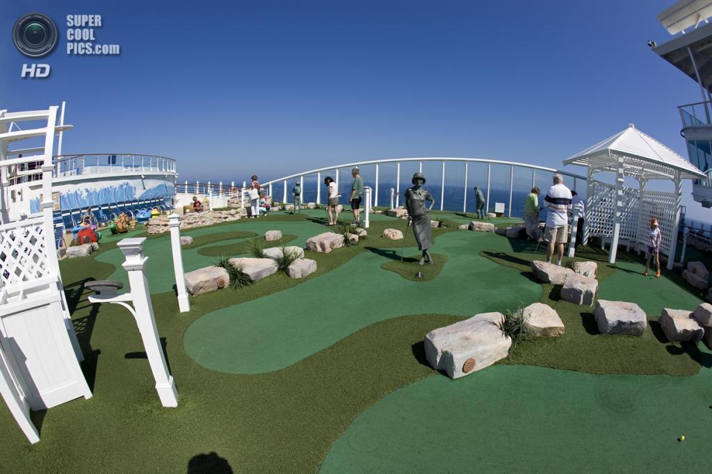 Круизное судно «Oasis of the Seas». (Jack Salen)