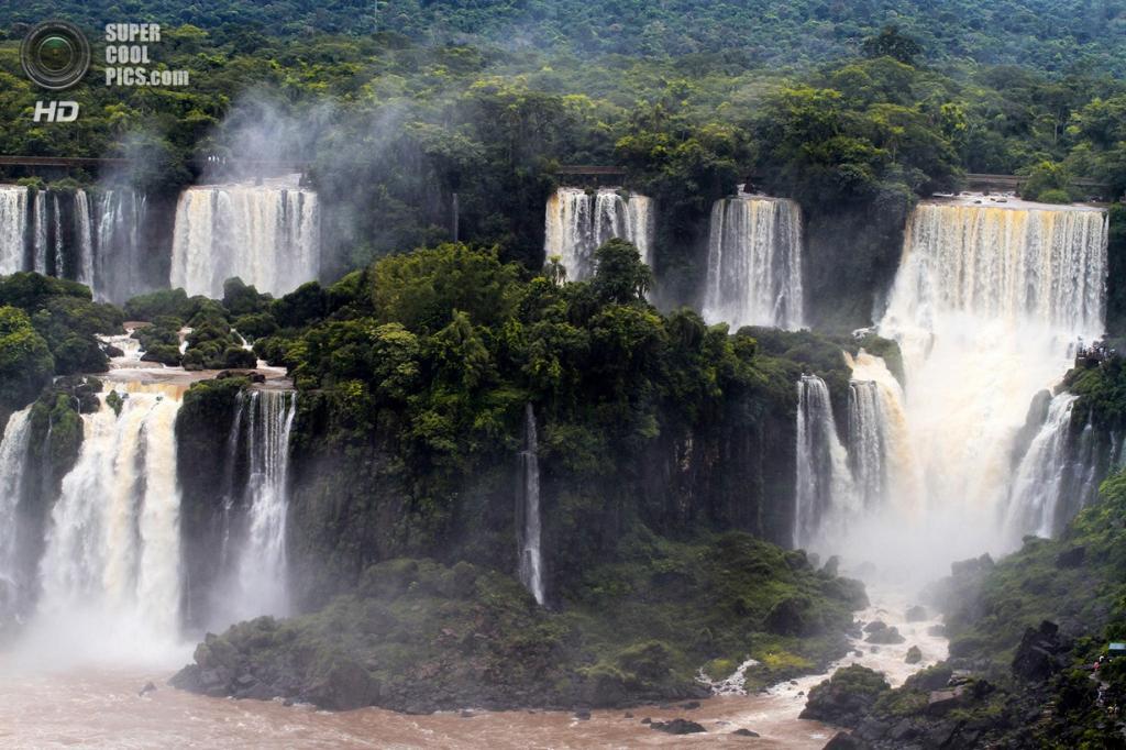 Граница Бразилии и Аргентины. Водопады Игуасу. (Itamar Campos)