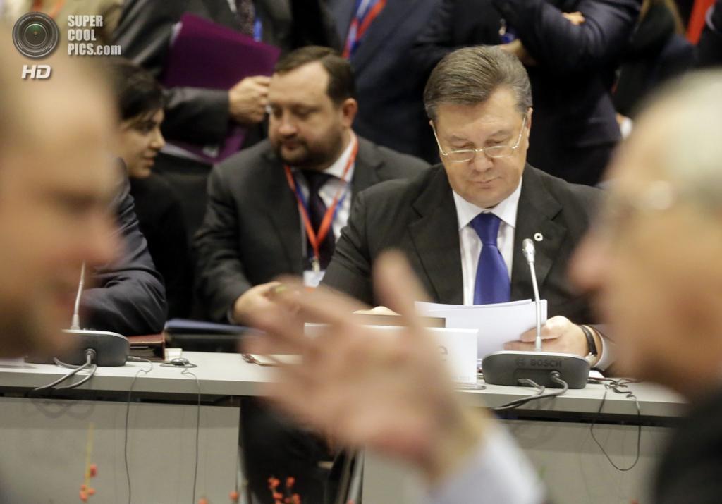Литва. Вильнюс. 29 ноября. Президент Украины Виктор Янукович во время саммита «Восточного партнерства». (REUTERS/Ints Kalnins)