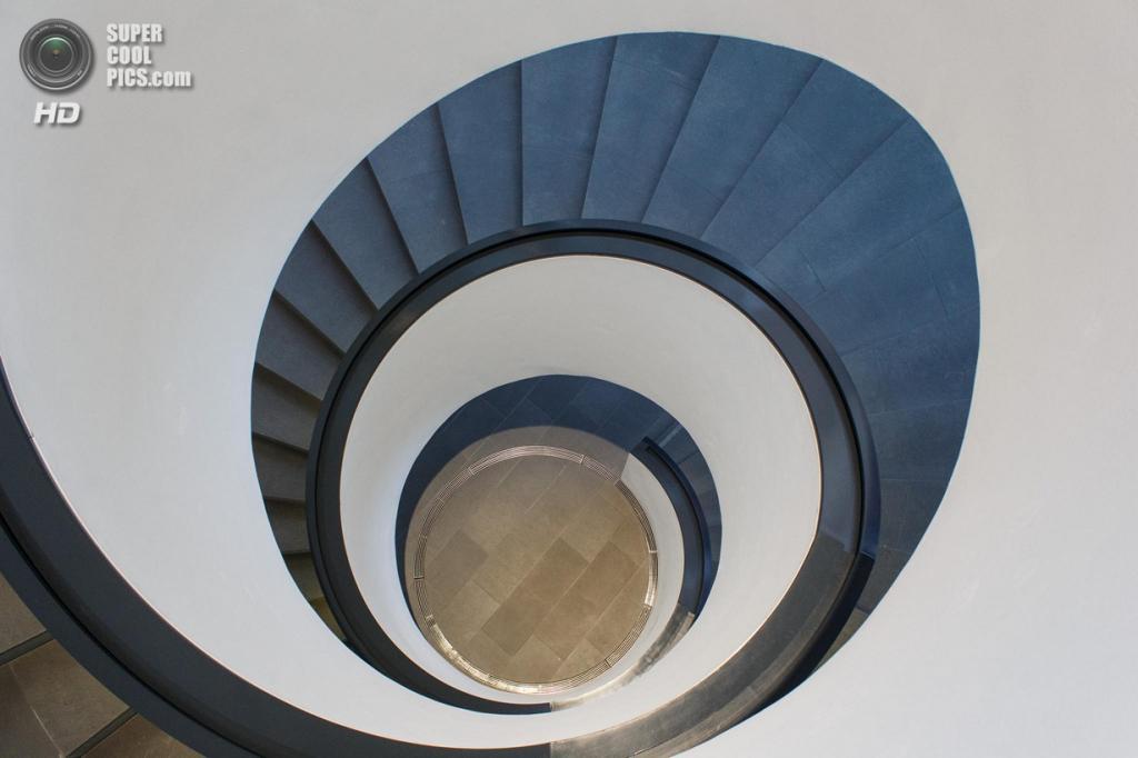 Германия. Нюрнберг, Бавария. Новый музей искусства и дизайна. (HG Mueller)