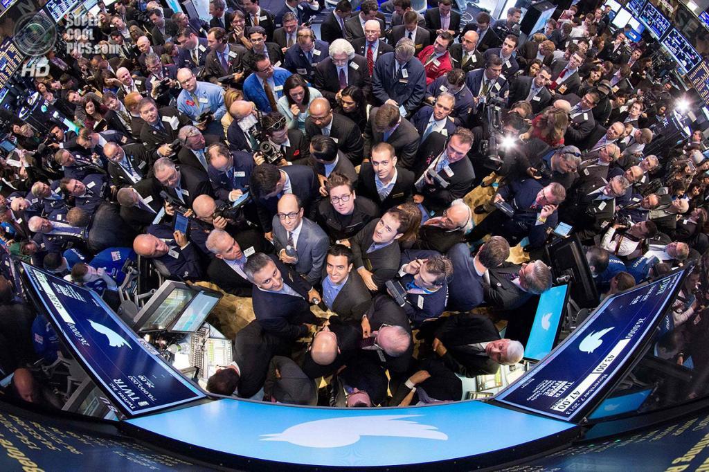 США. Нью-Йорк. 7 ноября. Генеральный директор Twitter Дик Костоло во время IPO на Нью-Йоркской фондовой бирже. (REUTERS/NYSE)