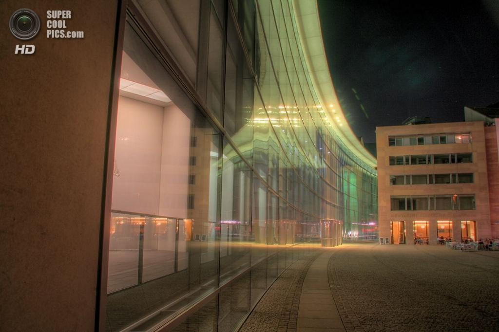 Германия. Нюрнберг, Бавария. Новый музей искусства и дизайна. (Udo Wiegaertner)