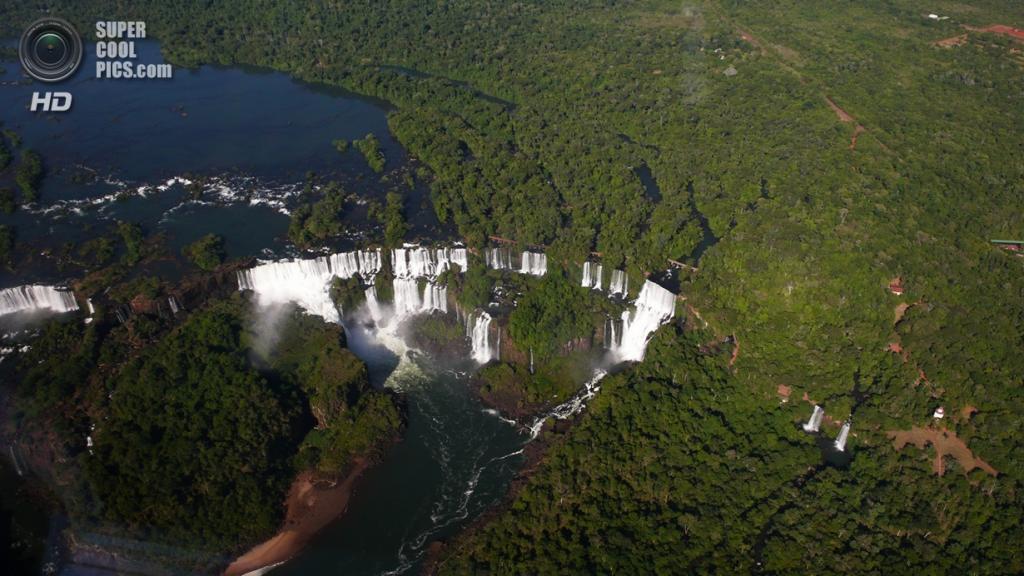 Граница Бразилии и Аргентины. Водопады Игуасу. (Erik Hartberg)