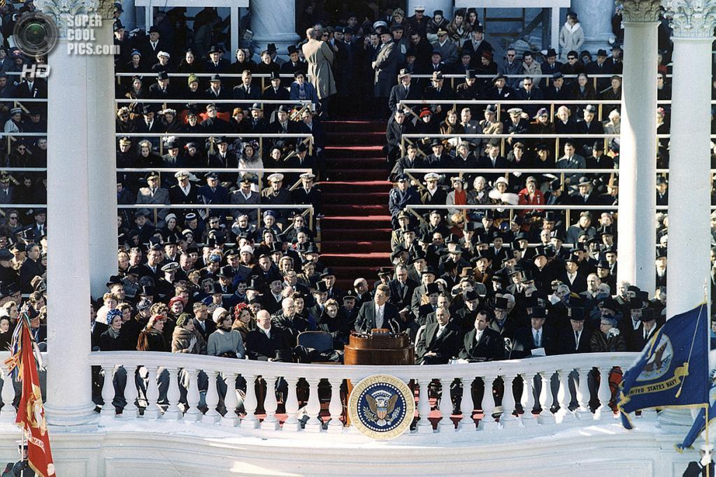 США. Вашингтон. 20 января 1961 года. Президент Джон Ф. Кеннеди на церемонии инаугурации. (CWO Donald Mingfield/U. S. Army Signal Corps photograph in the John Fitzgerald Kennedy Library, Boston)