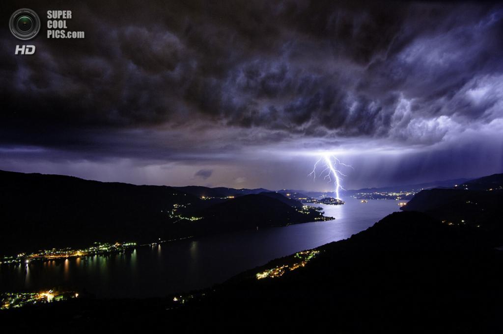 «Буря на озере Орта». Место съемки: Италия. Пьемонт. (Riccardo Criseo/National Geographic Photo Contest)