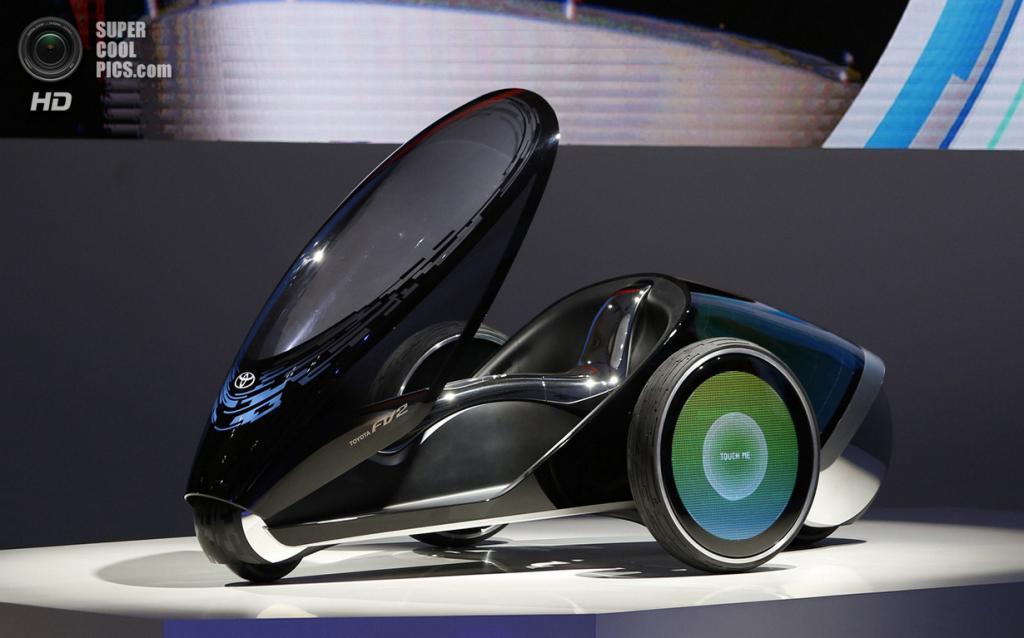 Япония. Токио. 20 ноября. Концепт-кар Toyota FV2. (REUTERS/Yuya Shino)