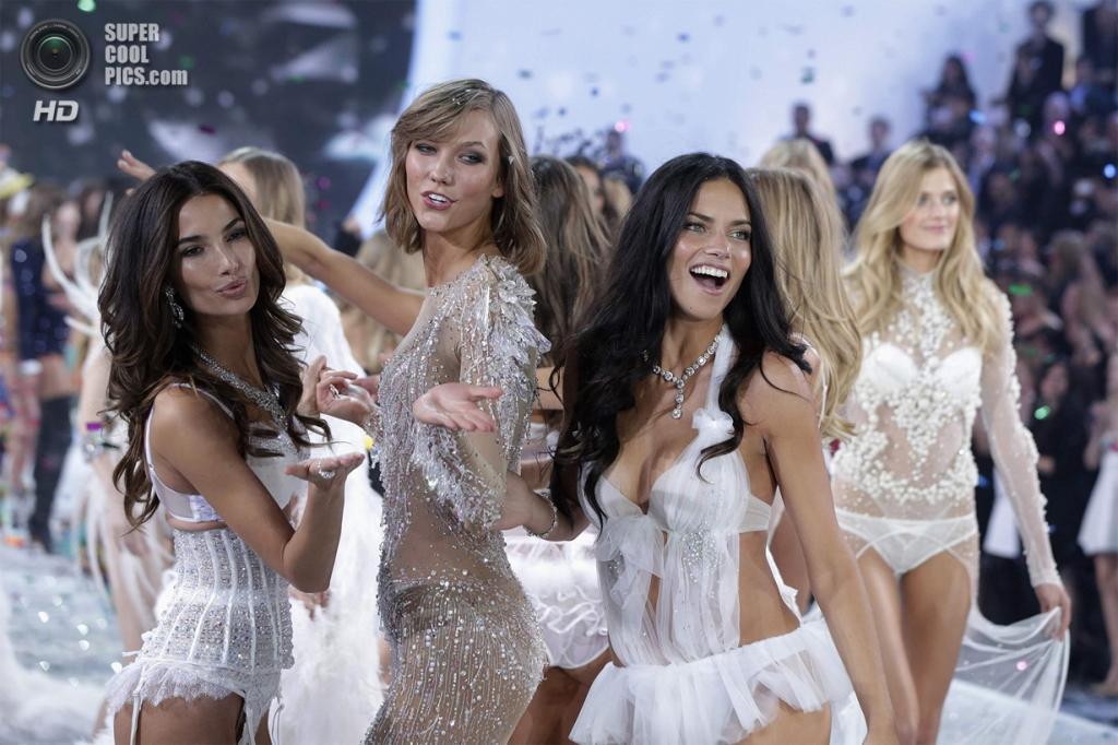США. Нью-Йорк. 13 ноября. Во время показа новой коллекции Victoria's Secret. (Randy Brooke/WireImage)