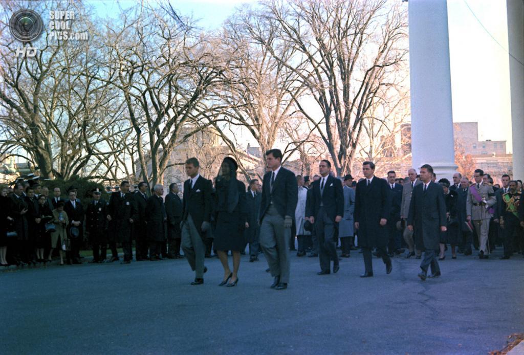 США. Вашингтон. 25 ноября 1963 года. Мировые лидеры следуют за семьей покойного Джона Ф. Кеннеди во время погребальной церемонии. (Robert Knudsen/White House/John F. Kennedy Presidential Library)