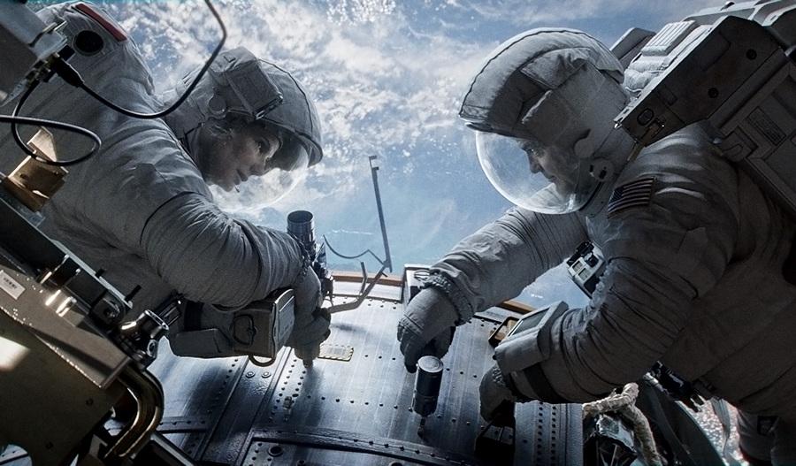 1. Гравитация. Режиссёр: Альфонсо Куарон. (Warner Bros.)