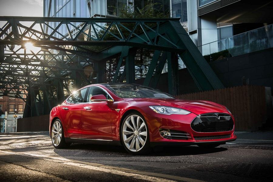 Tesla Model S сохранила «пять звёзд» (6 фото)