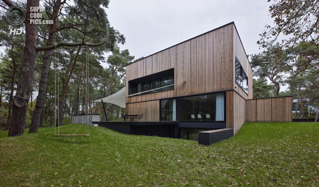 Польша. Поморское воеводство. Частный дом Seaside House, спроектированный Ultra Architects. (Jeremi Buczkowski)