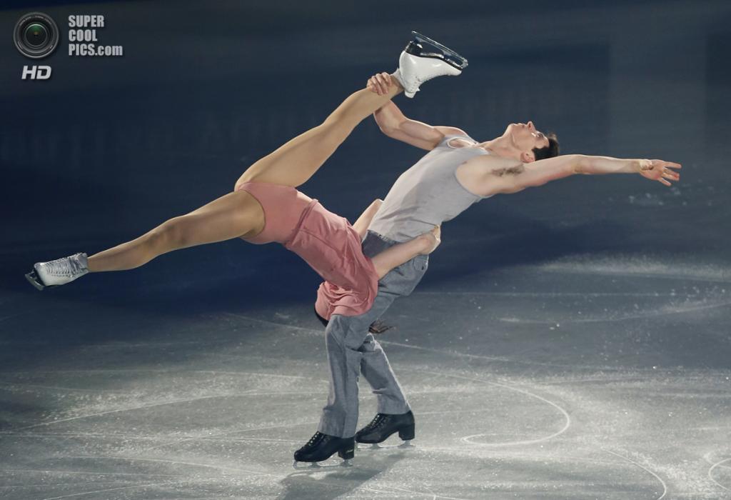 Япония. Фукуока. 8 декабря. Тесса Вертью и Скотт Моир из Канады в Финале Гран-при по фигурному катанию. (AP Photo/Shizuo Kambayashi)