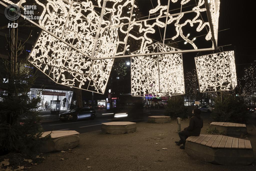 Германия. Берлин. 24 декабря. Рождественские инсталляции. (ImagenSubliminal)