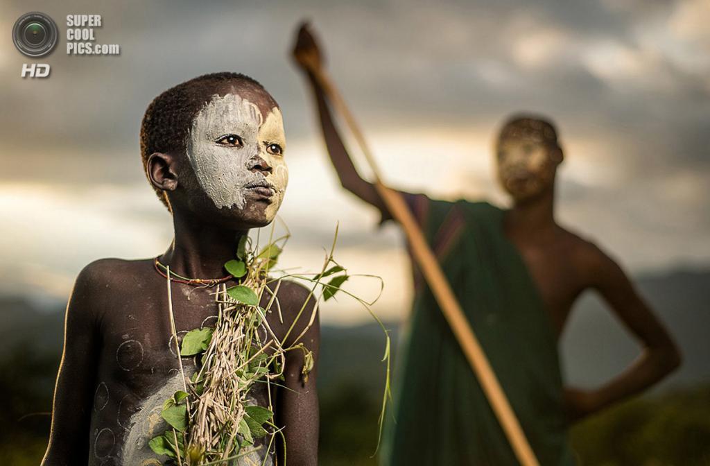 «Племя сури». Место съемки: Эфиопия. Долина реки Омо. (Sergio Carbajo/National Geographic Photo Contest)