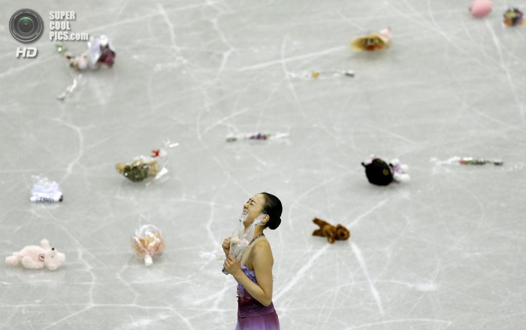 Япония. Фукуока. 5 декабря. Мао Асада из Японии в Финале Гран-при по фигурному катанию. (REUTERS/Issei Kato)