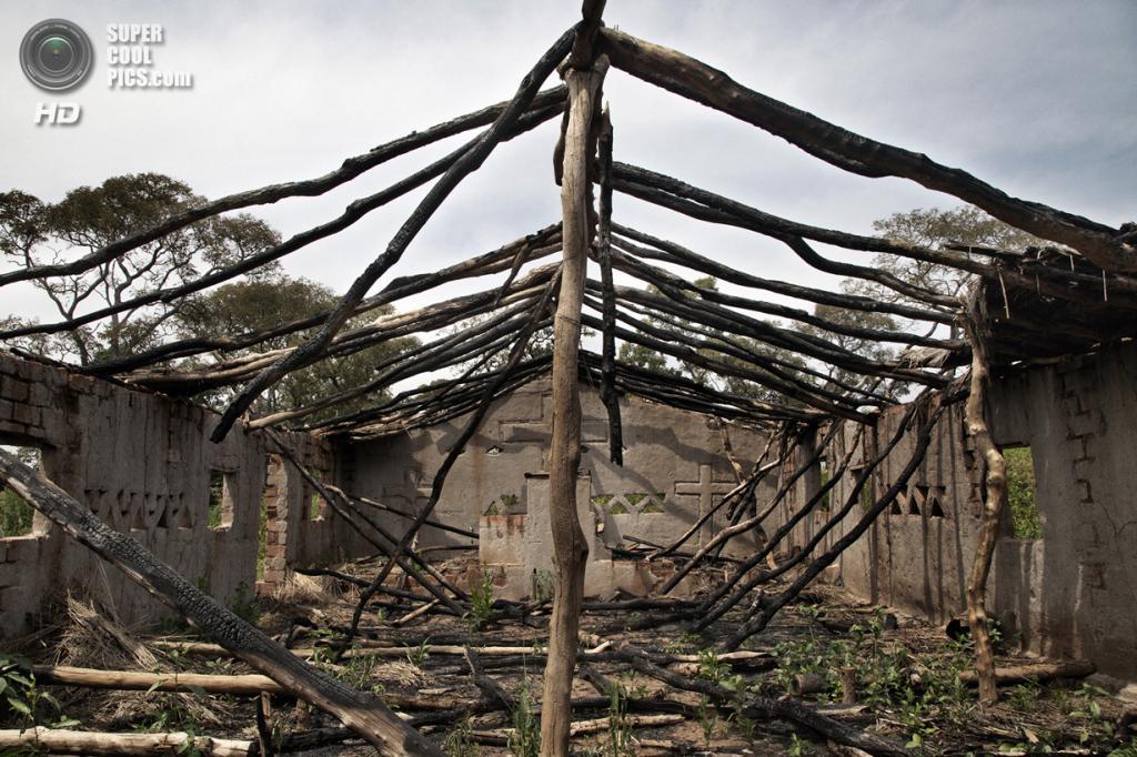 Центральноафриканская Республика. Босангоа, Уам. 4 ноября. Руины церкви пятидесятников, разрушенной боевиками из мусульманской группировки «Селека». (Marcus Bleasdale/VII)
