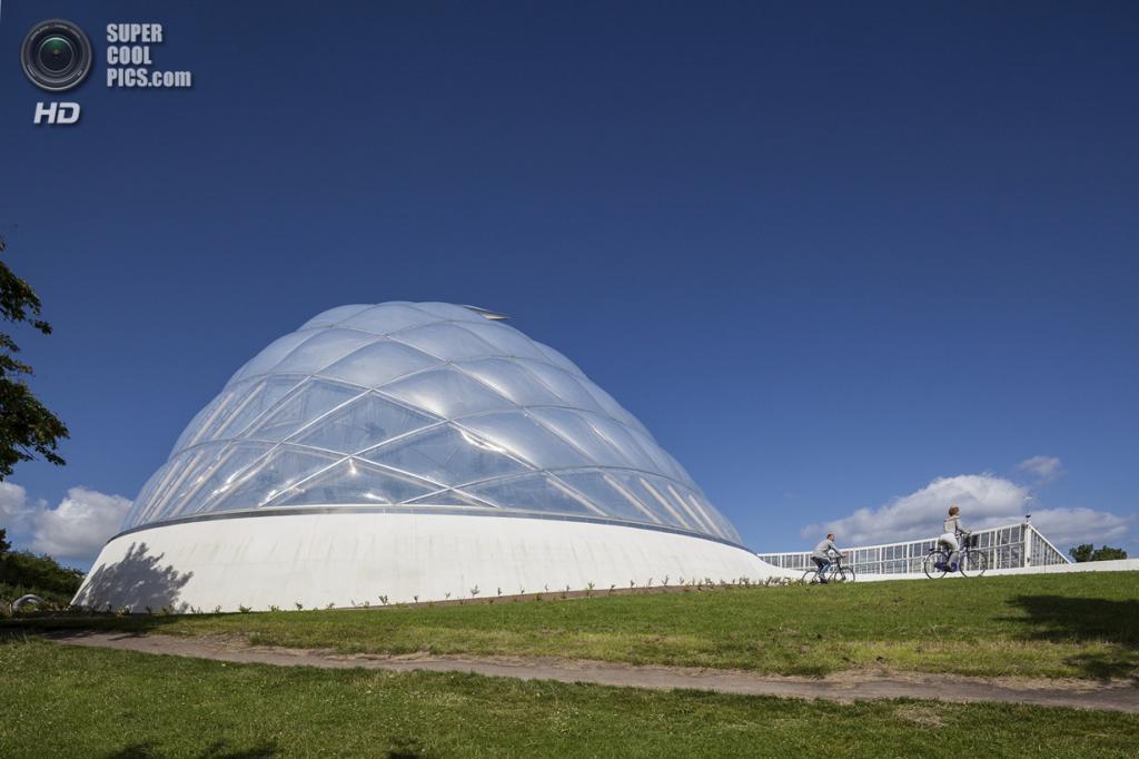 Дания. Орхус, Центральная Ютландия. Оранжерея Sustainable Hothouse, разработанная C.F. Møller Architects. (Quintin Lake)