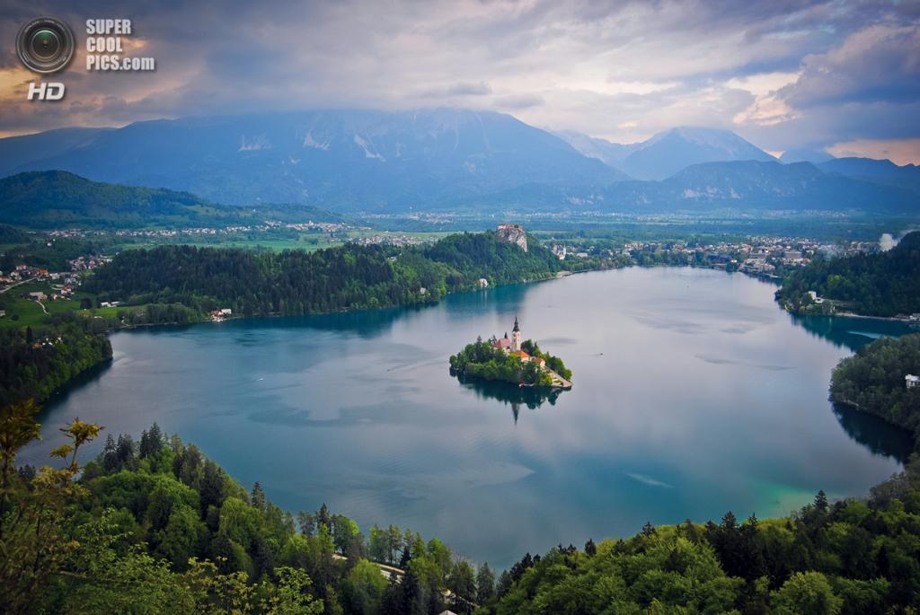 Словения. Крайна. Бледское озеро. (jiayi.wangit)