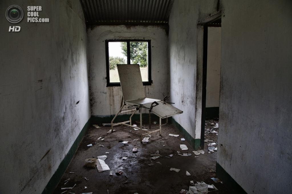 Центральноафриканская Республика. Босангоа, Уам. 4 ноября. Разрушенный медицинский центр. (Marcus Bleasdale/VII)
