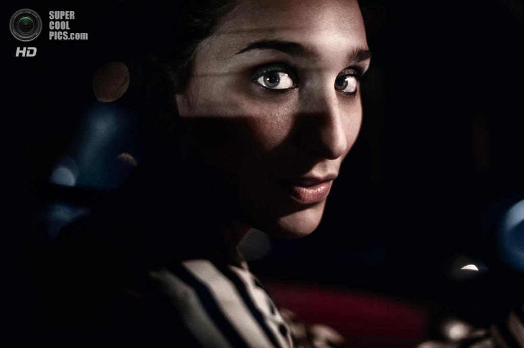 «Поощрительный приз». Моя девушка за рулём автомобиля. Место съемки: Италия. Рим. (Michele De Punzio/National Geographic Photo Contest)