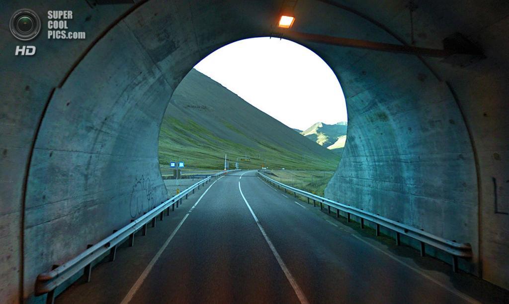 Исландия. Хёбн. Тоннель в скале длиной 1,3 км. (Google)