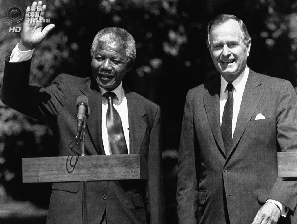 США. Вашингтон, округ Колумбия. 26 июня 1990 года. Нельсон Мандела и 41-й президент США Джордж Герберт Уокер Буш. (AP Photo/Doug Mills)