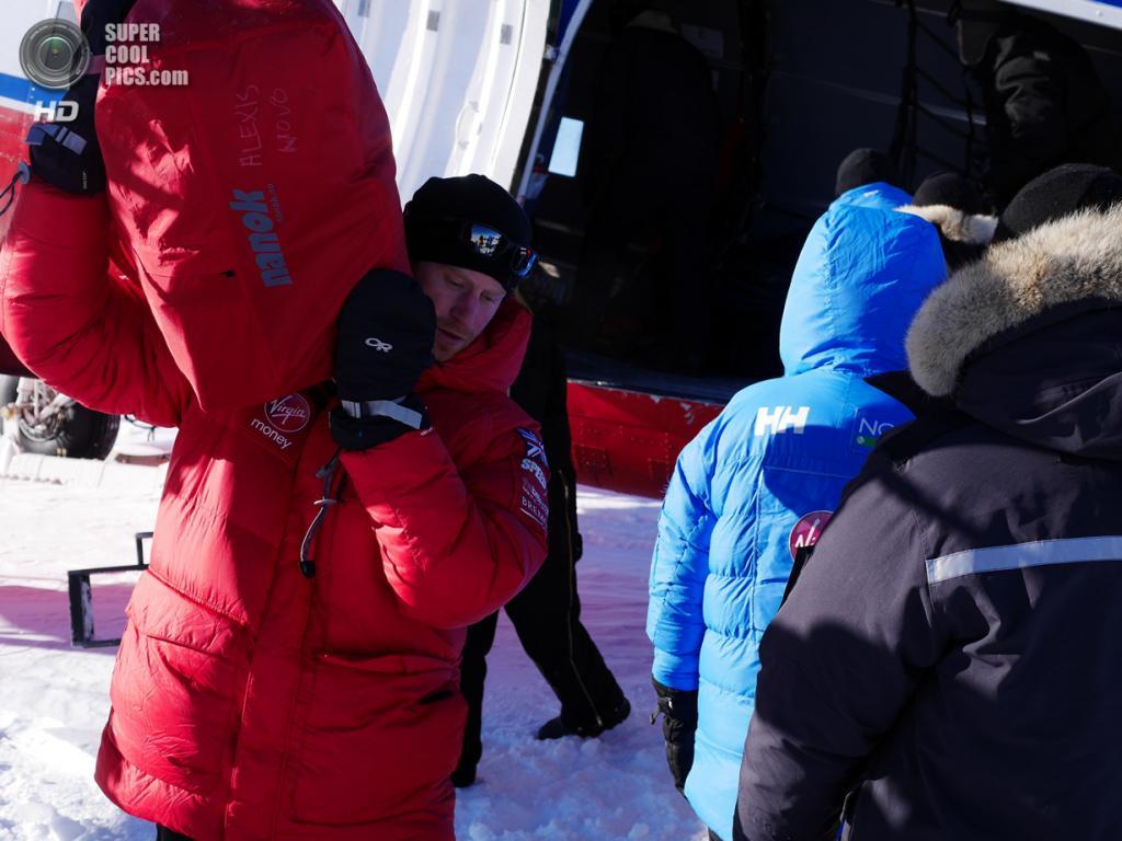 Антарктида. 23 ноября. Принц Гарри во время антарктической экспедиции. (Eric Philip/WWTW via Getty Images)